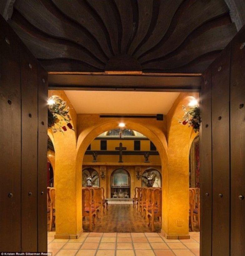 SКак выглядит изнутри особняк в котором жил перед смертью Майкл Джексон