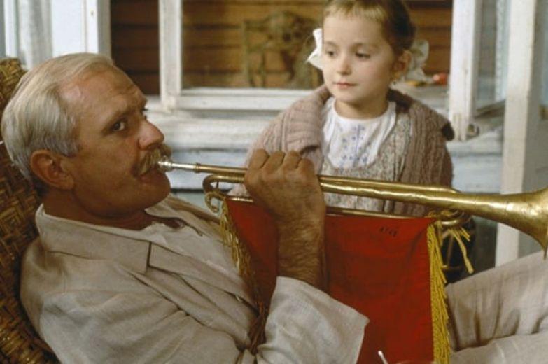 Кадр из фильма *Утомленные солнцем*, 1994 | Фото: teleprogramma.pro