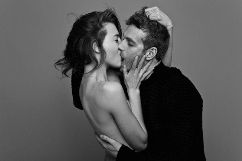 Секс с поцелуями ног и другого