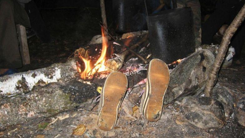 Настоящим туристом считается тот, кто сжег не менее трех пар обуви! поход, прикол, туризм, юмор