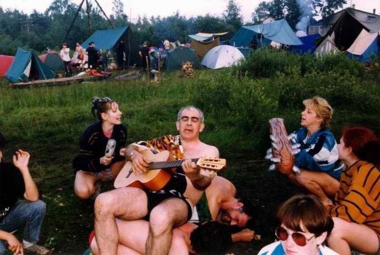 Человек с гитарой - это бог в походе поход, прикол, туризм, юмор