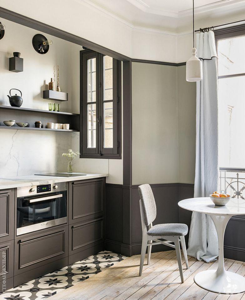 Зона кухни и столовая.