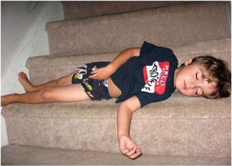4. Утомился по пути в спальню. дети, дети спят