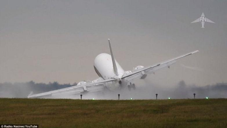 Пассажирский самолет Boeing 737-430 чуть не разбился при посадке из-за бокового ветра видео, повезло, самолет