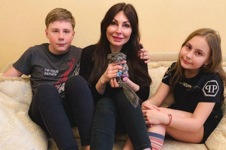 С отцом своих детей Наталья развелась еще в 2014 году