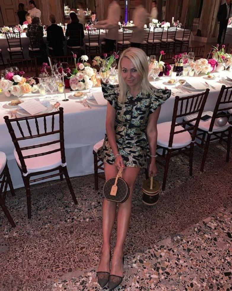 Поклонники заметили, что без фотошопа ноги Яны Рудковской не такие длинные и идеальные
