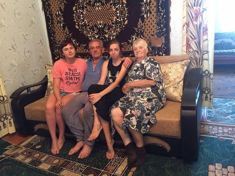 Родители Сергея Калинина с внучками