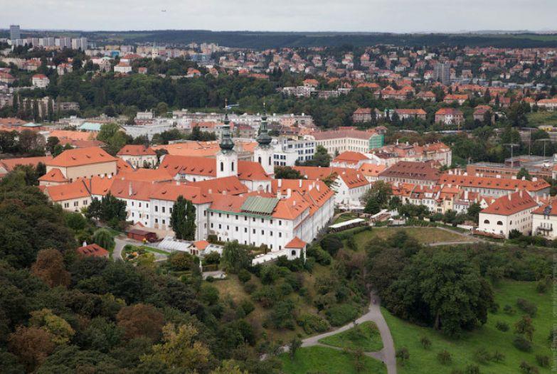 Вид на Прагу с Петршинской башни.