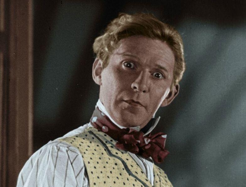 13 советских актеров, псевдонимы которых знает практически каждый. Но за их настоящими именами скрываются целые истории