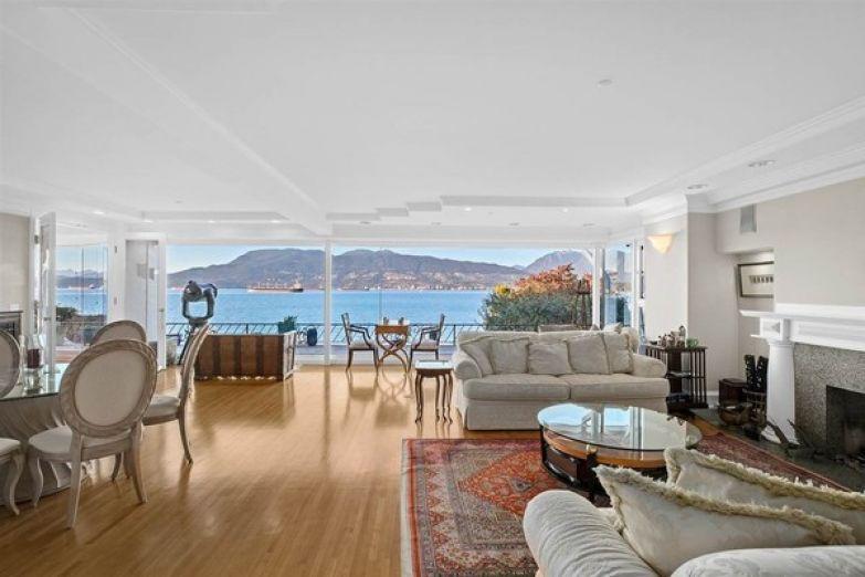 Общая площадь дома составляет более 300 квадратных метров