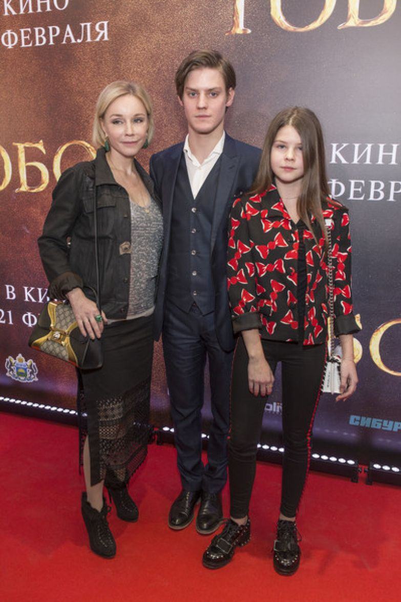 После смерти мужа Марину Зудину поддерживают дети