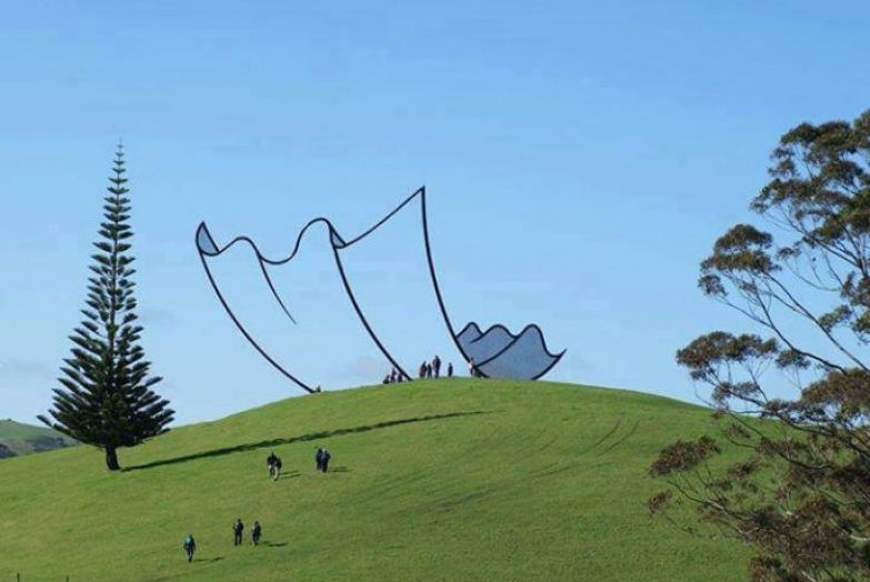 https://interesnoznat.com/wp-content/uploads/11.-Cartoon-kleenex-sculpture-New-Zealand.-688x460.jpg