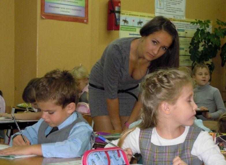 Учительницы, у которых на уроках не бывает проблем с посещаемостью учительницы, учителя, школа
