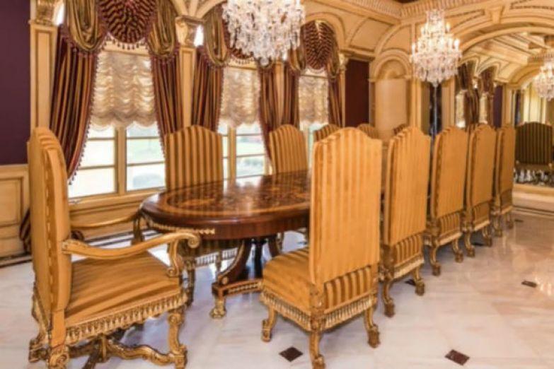 Дизайн интерьеров выполнен в стиле барокко