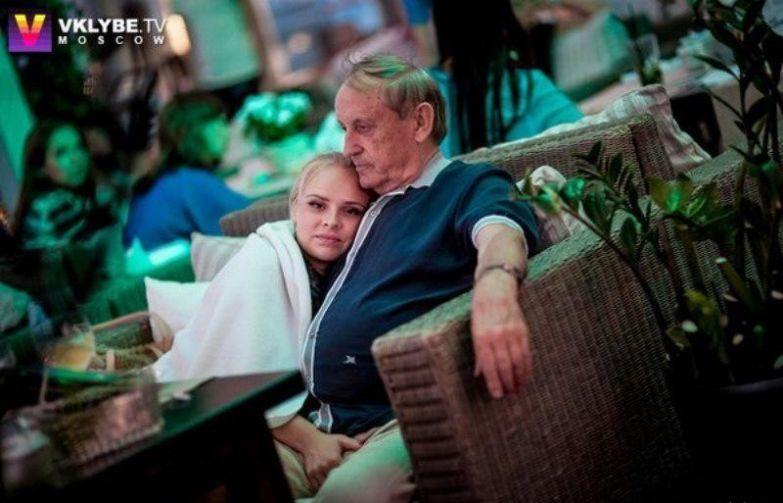 Внучка заметила дырочку на штанах у деда и спасла его от позора звезды, отношения, папик