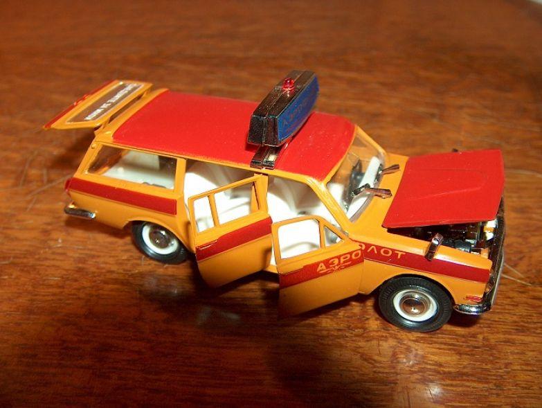 Машинка родом из СССР с открывающимися дверцами, капотом и багажником.