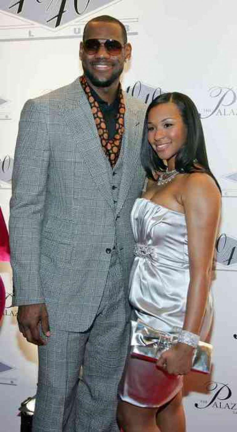 Джеймс Леброн и Саванна Брисон. / Фото: www.bestcelebritystyle.com
