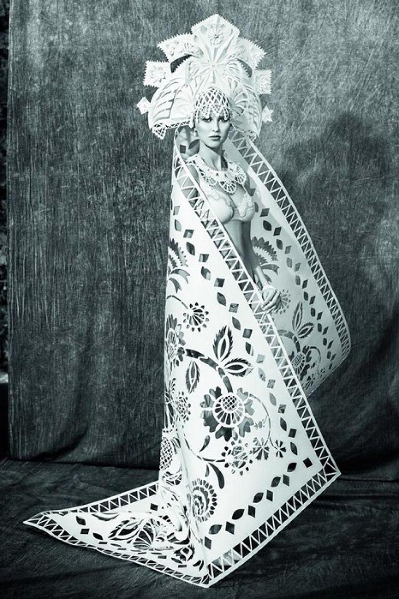 Русские мотивы в костюме из бумаги.