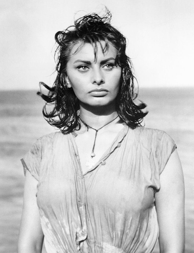 Софи Лорен в фильме «Мальчик на дельфине» (1957)