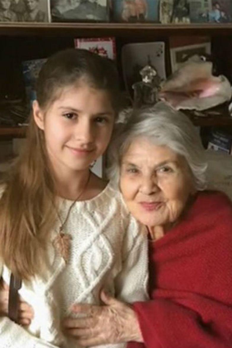 Дочь Мясникова — Полина с бабушкой