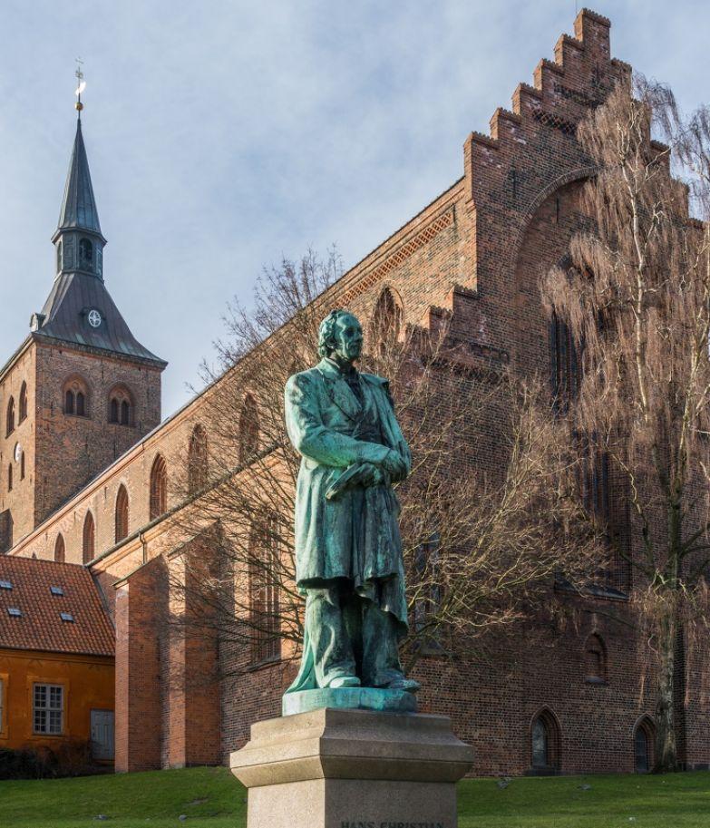 История сказочника Ханса Кристиана Андерсена, который боялся детей и повсюду возил с собой веревку