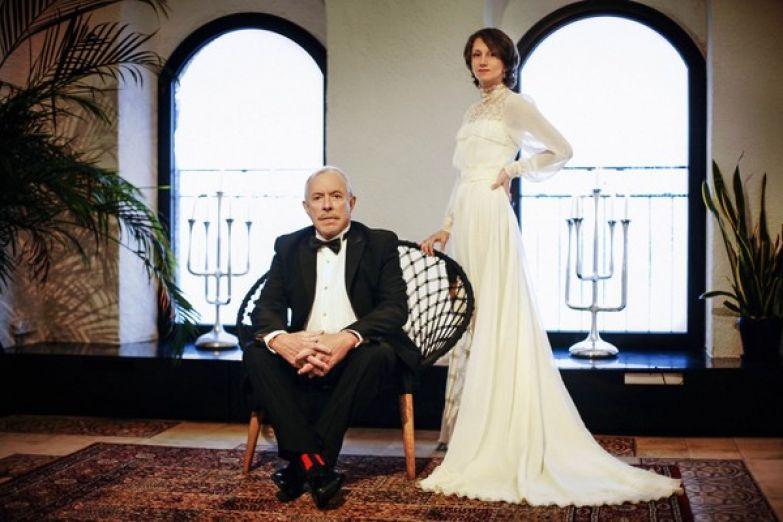 Для праздника невеста выбрала элегантное белое платье