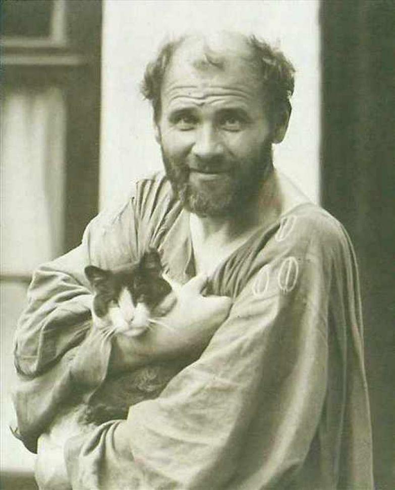 Густав Климт с котёнком.