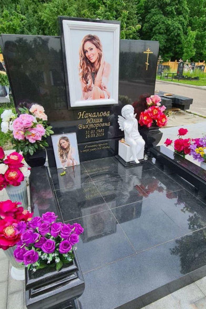 Над памятником для Юлии работали лучшие специалисты Москвы