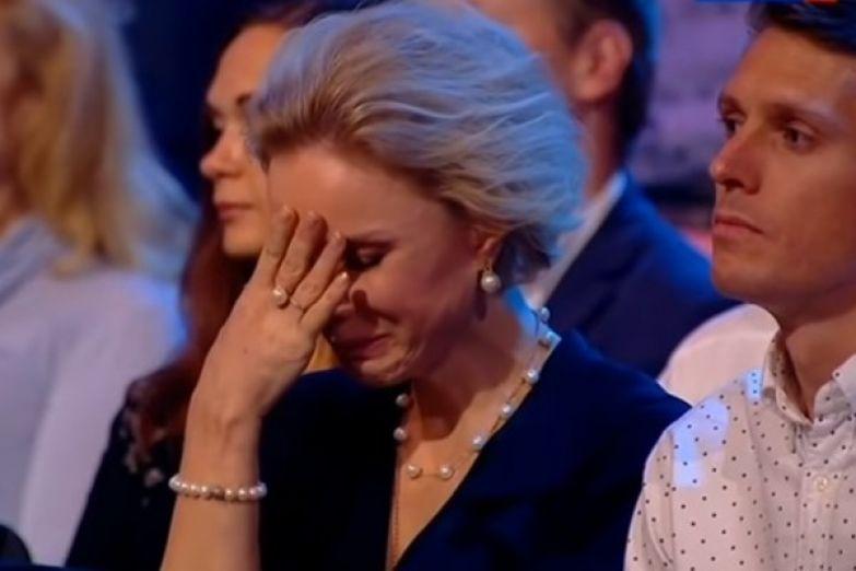 Марина Зудина не может сдержать слез, слыша голос мужа на записях