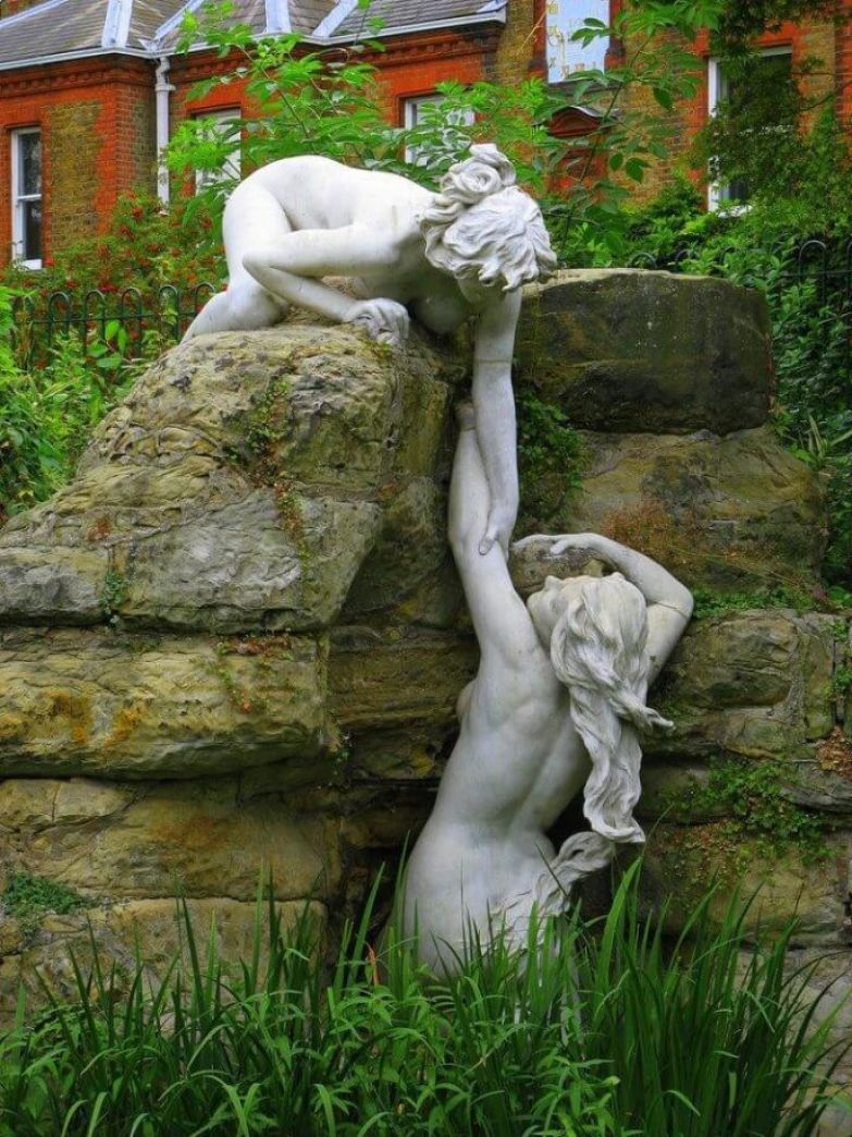 https://interesnoznat.com/wp-content/uploads/8.-Water-nymphs-York-House-Gardens-Oxford-England.-688x917.jpg