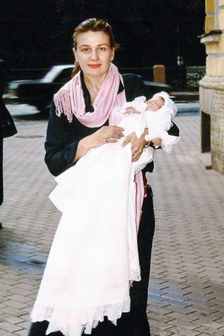 Вскоре после рождения дочки Анастасия вернулась к съемкам
