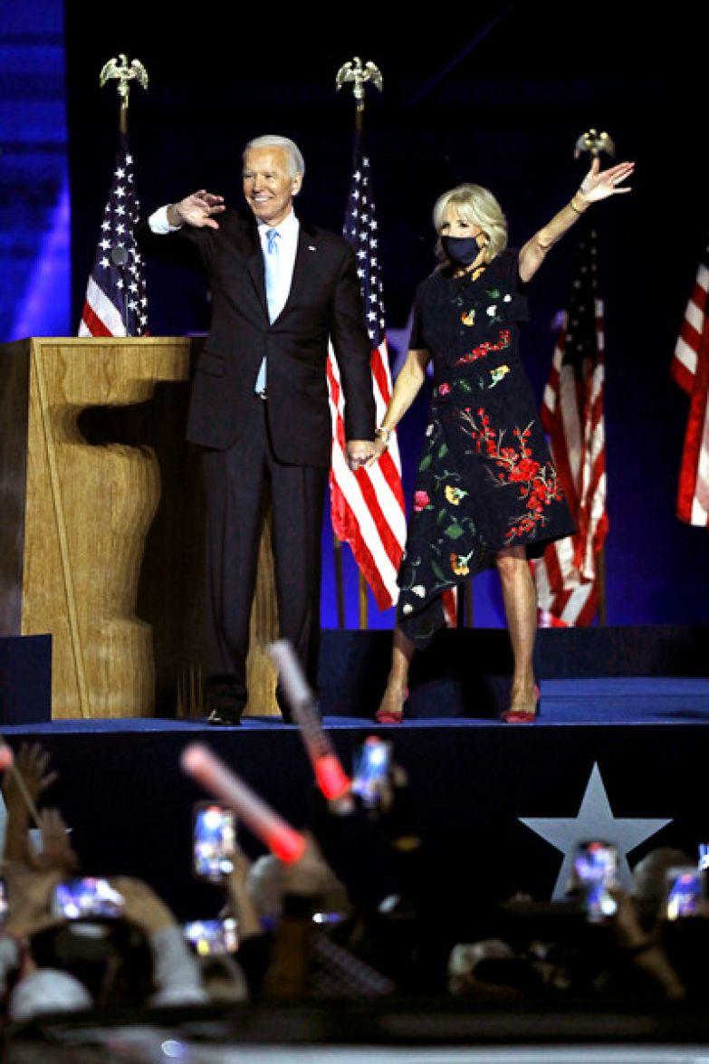 Супруга часто сопровождает Байдена во время публичных мероприятий