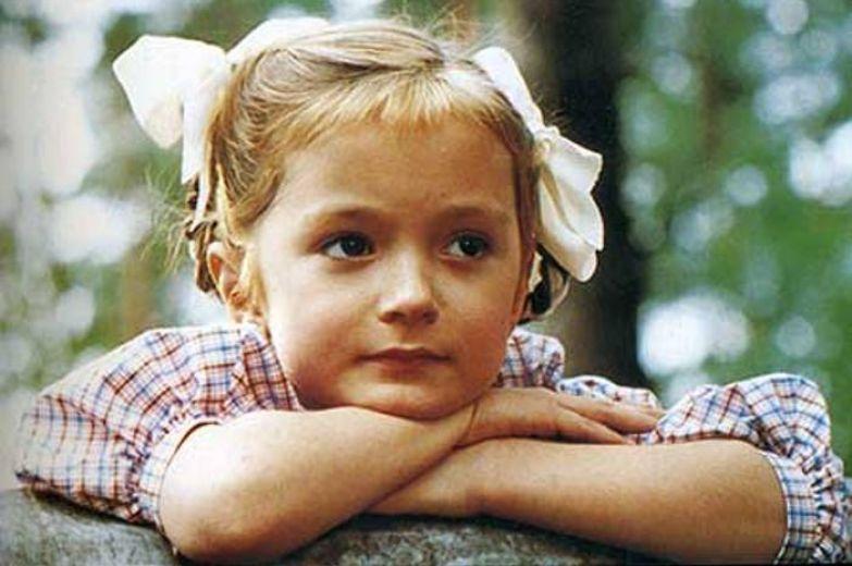 Надя Михалкова в фильме *Утомленные солнцем*, 1994 | Фото: kino-teatr.ru