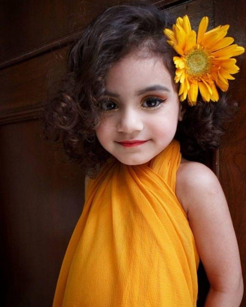 В Сети осудили матерей которые красят своих маленьких дочерей