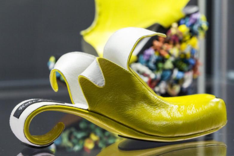 Банановая обувь сконструированная для Вупи Голдберг израильским дизайнером Коби Леви.