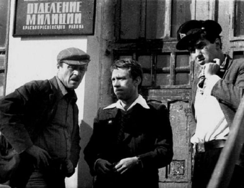 Станислав Говорухин, Владимир Высоцкий и Станислав Садальский на съемках фильма «Место встречи изменить нельзя». Москва, 1978 год.