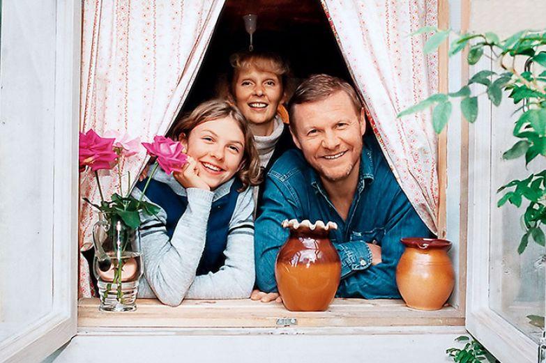 Виталий Соломин с женой Марией и дочкой Елизаветой. / Фото: www.7days.ru
