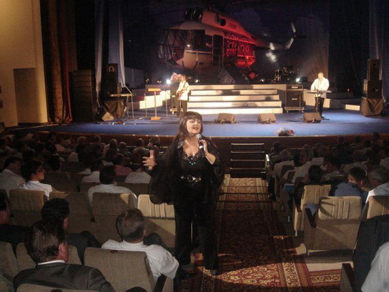 Звезда 70-х часто участвует в творческих вечерах и фестивалях