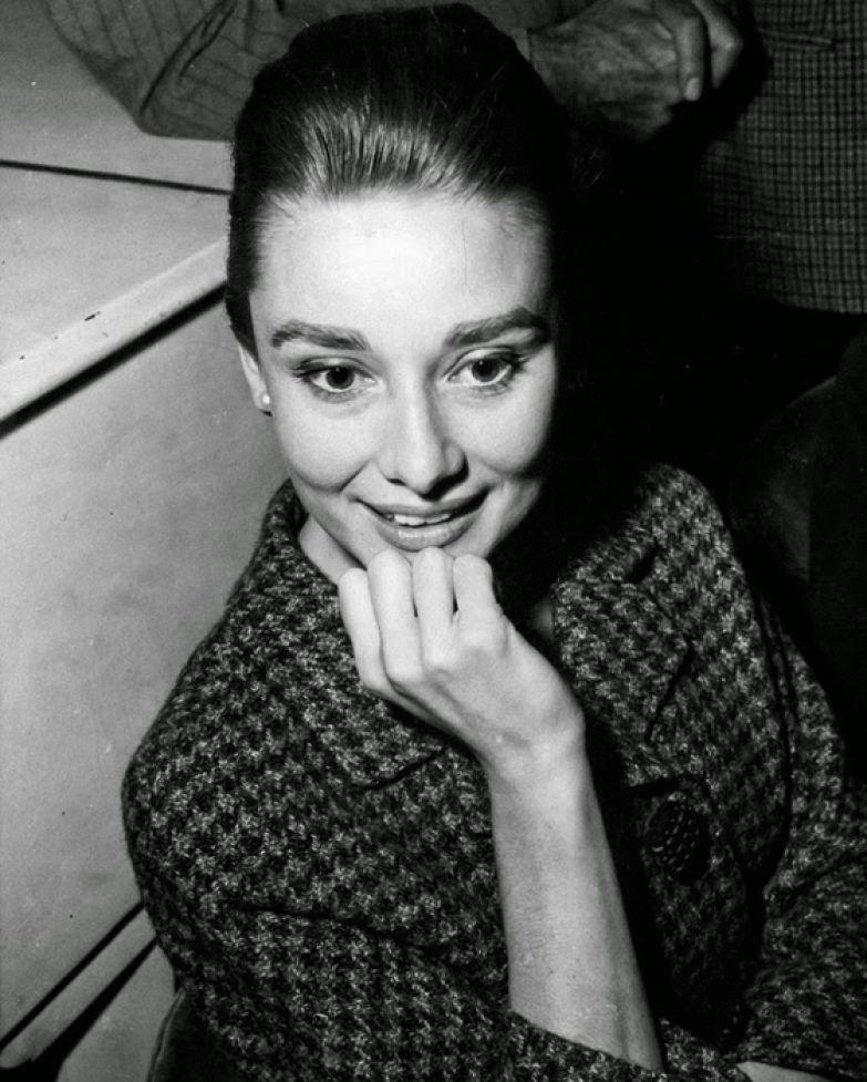Одри Хепберн после пресс-конференции к фильму