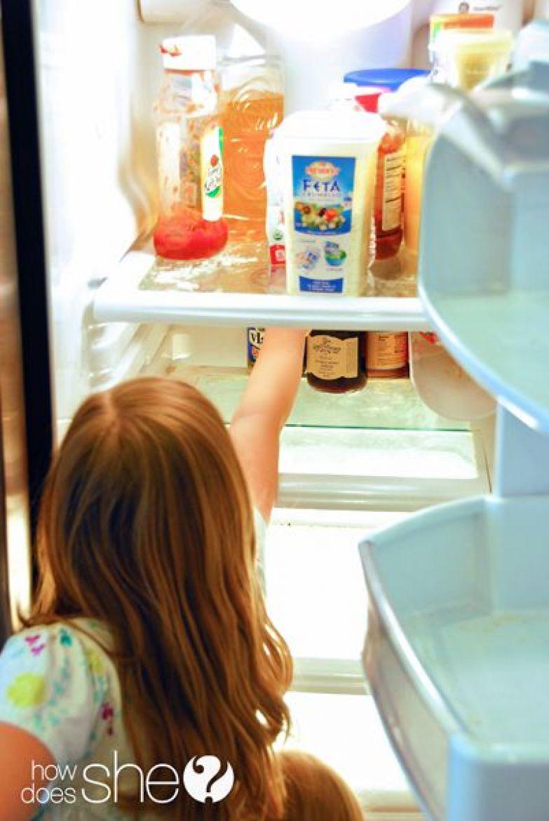 Превратите уборку холодильника в детскую игру