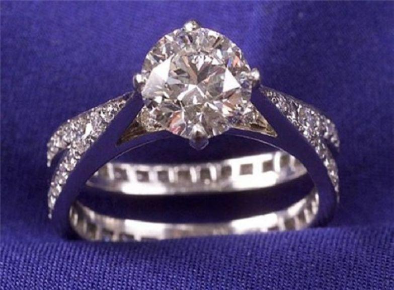 Обручальное кольцо. Платина, бриллианты, эмаль