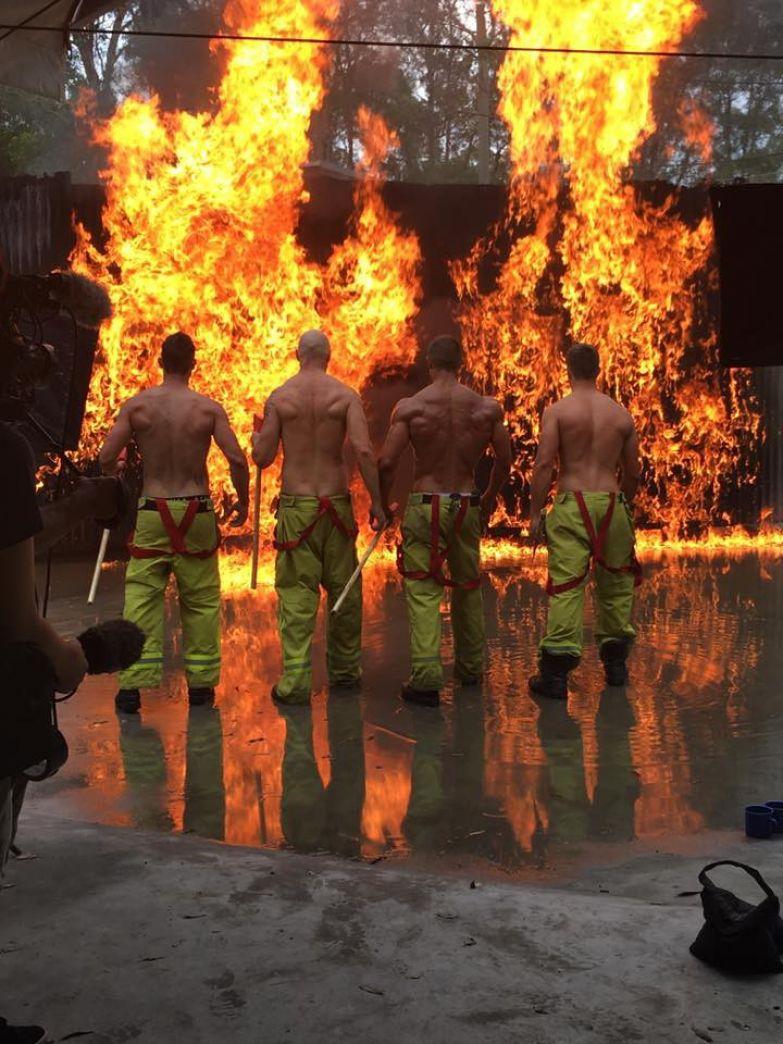 Австралийские пожарные разделись для благотворительного календаря австралия, календарь, пожарный
