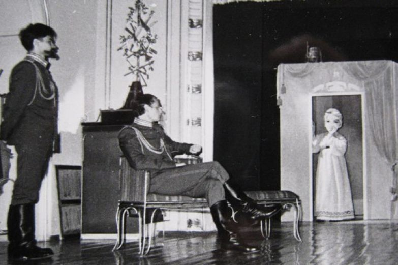 После переезда в Ленинград актер работал в театрах