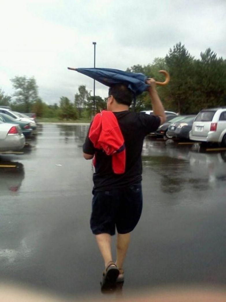 Зонт раскрывать И так сойдет!