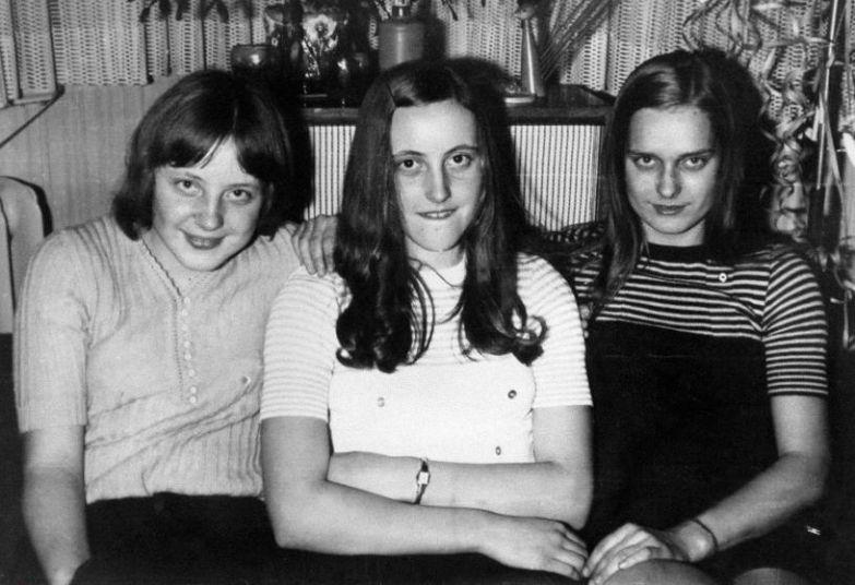 18-летняя Ангела Каснер с подругами на новогоднем празднике в Берлине в 1972 году.