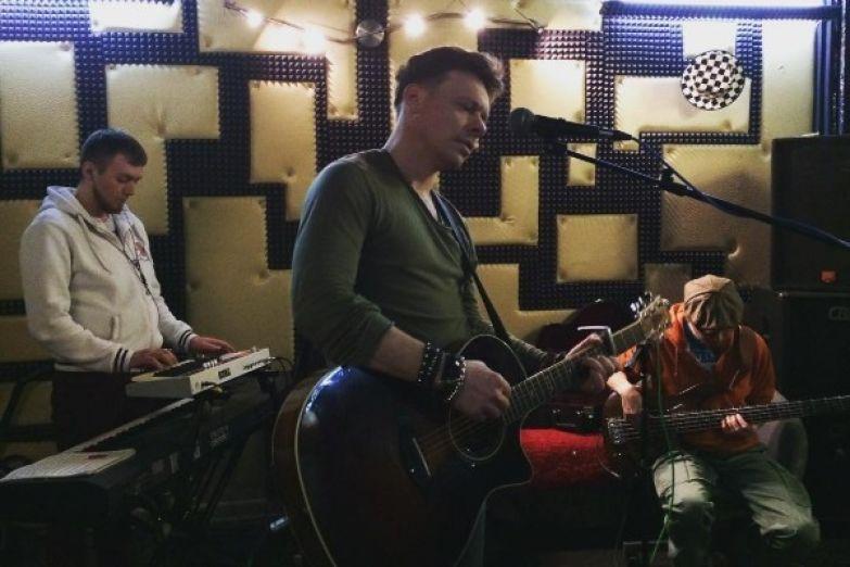 Павел Майков старается посвящать больше времени музыке, хотя продолжает сниматься в сериалах