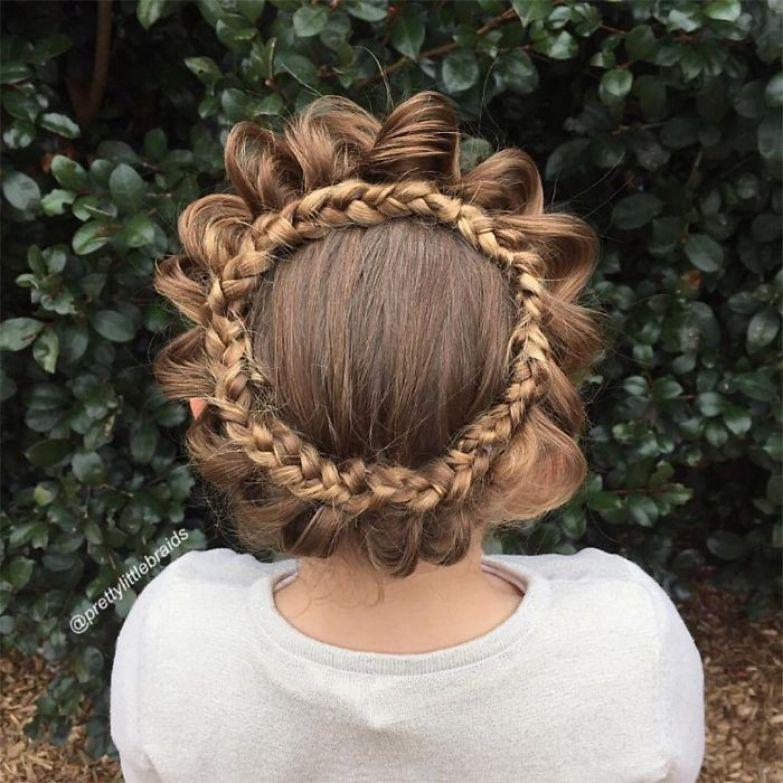 Она и своей дочке Грейс стала плести косы дочь, коса, мама, прическа
