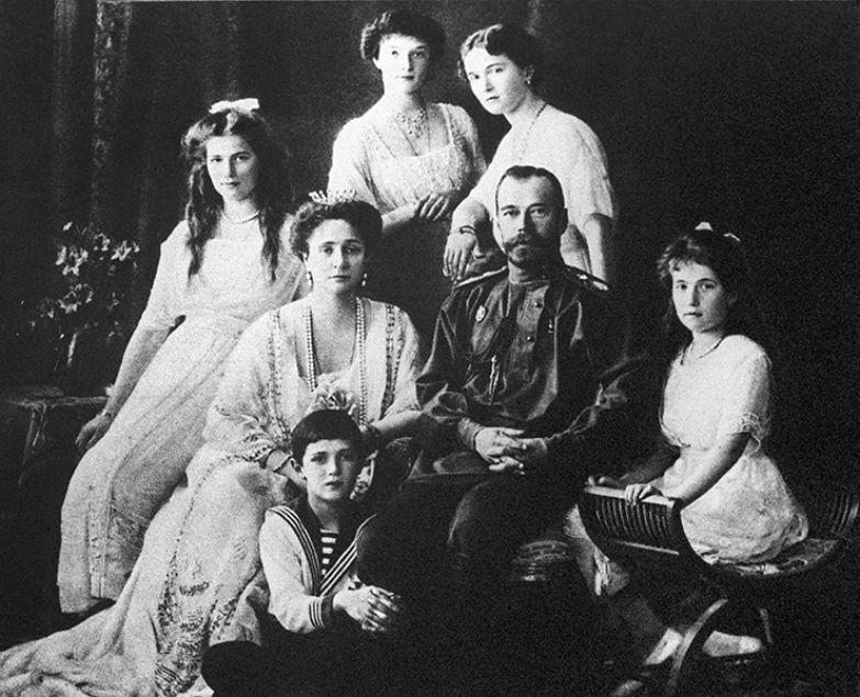 Император Николай II в кругу семьи