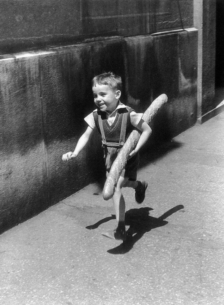 24. Маленький парижанин, 1952 г. архивные фотографии, лучшие фото, ретрофото, черно-белые снимки