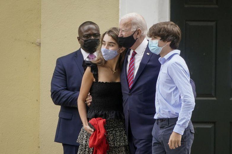 Внуки политика постоянно посещают публичные мероприятия вместе с ним